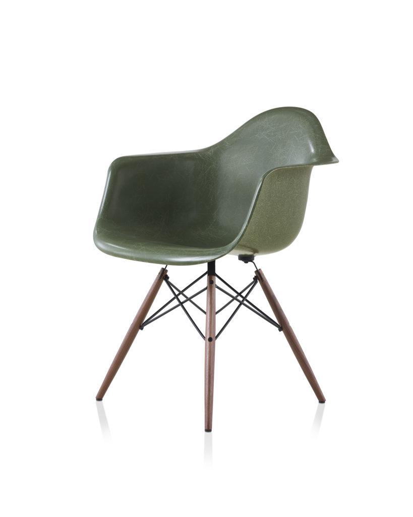 Eames 木质底座玻璃纤维扶手椅¥8,660.00