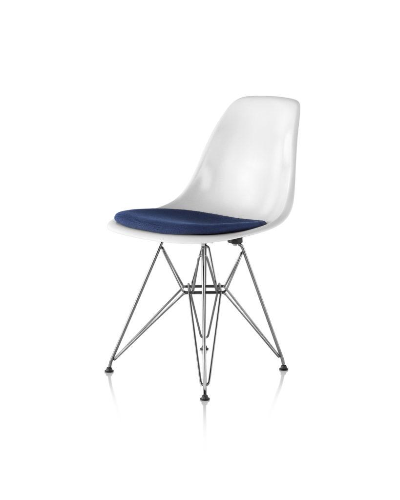 Eames 金属底座带软包坐垫玻璃纤维单椅