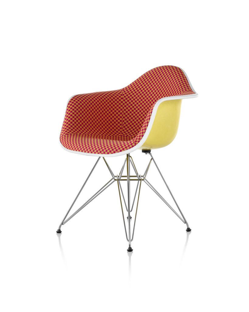 Eames 金属底座正面软包玻璃纤维扶手椅