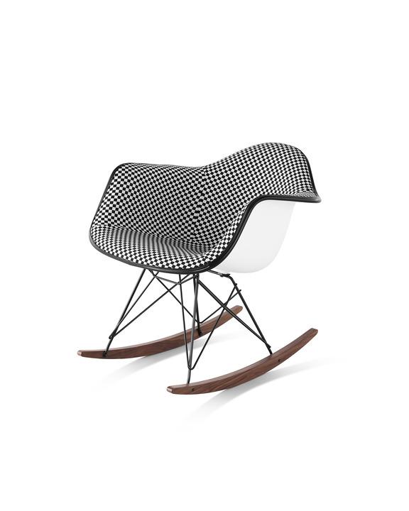 Eames 遥杆底座正面软包塑壳扶手椅