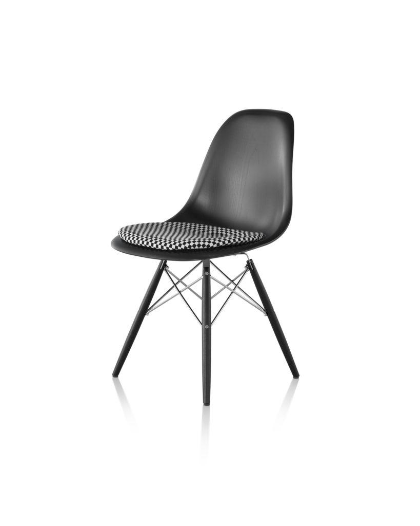 Eames 木质底座带软包坐垫木壳单椅