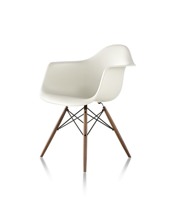 Eames 木质底座塑壳扶手椅¥ 6,093.00